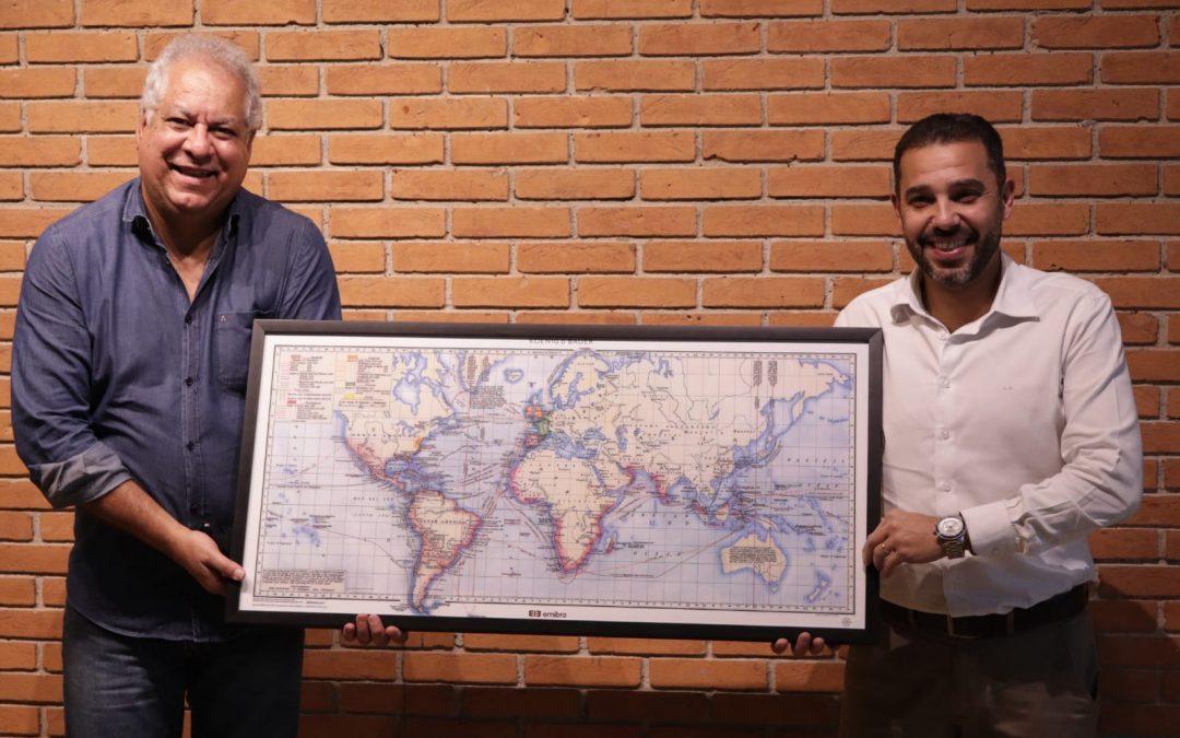 Emibra Embalagens doa mapa para a Secretaria de Cultura de Suzano
